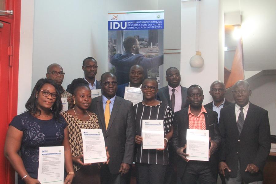 Création d'entreprises en Côte d'Ivoire: Remise symbolique du certificat de l'IDU par M. Emmanuel Essis Esmel à 20 entrepreneurs